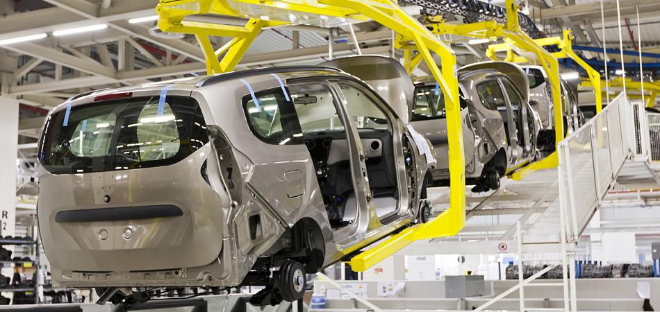 自動車産業にも当社の日記調査の分析データが活用されています。